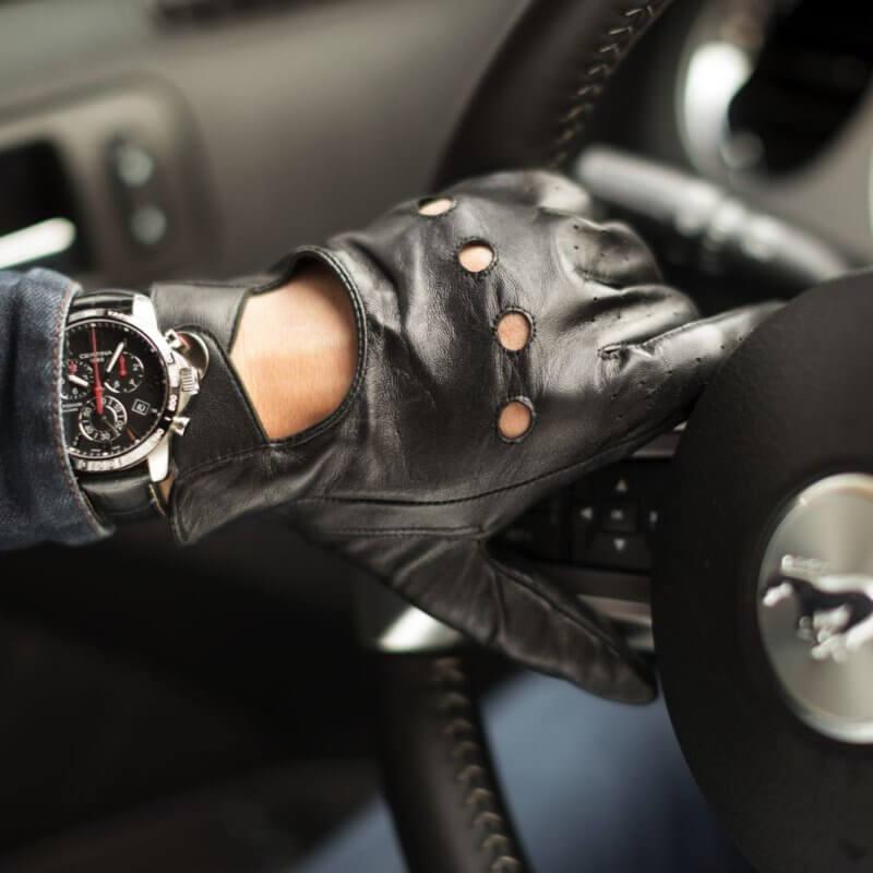 Schwarze Autofahrerhandschuhe